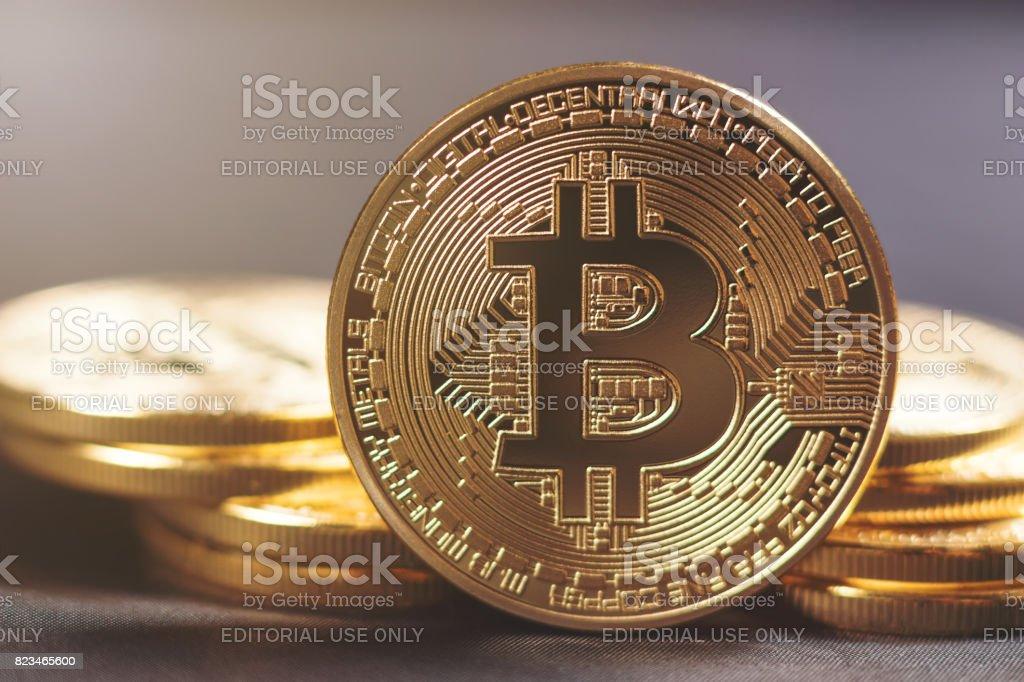 Goldene Bitcoins. Neues virtuelles Geld. – Foto