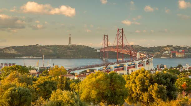 Golden Bridge – Foto