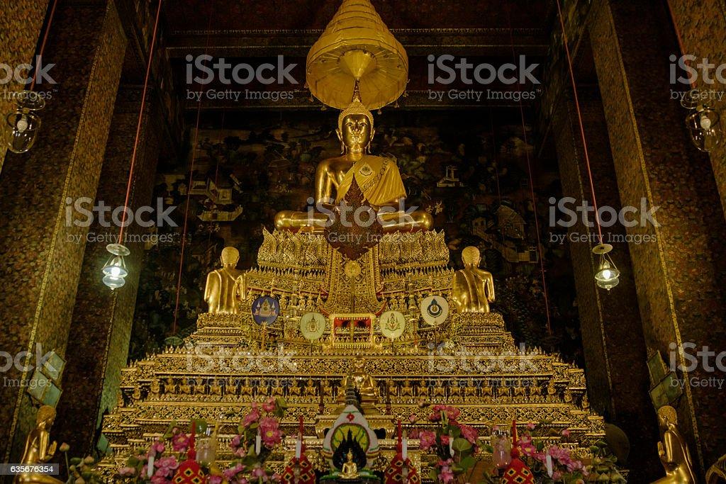 Golden buddha in hall, Wat Phra Chetupon Vimolmangklararm (Wat Pho) stock photo