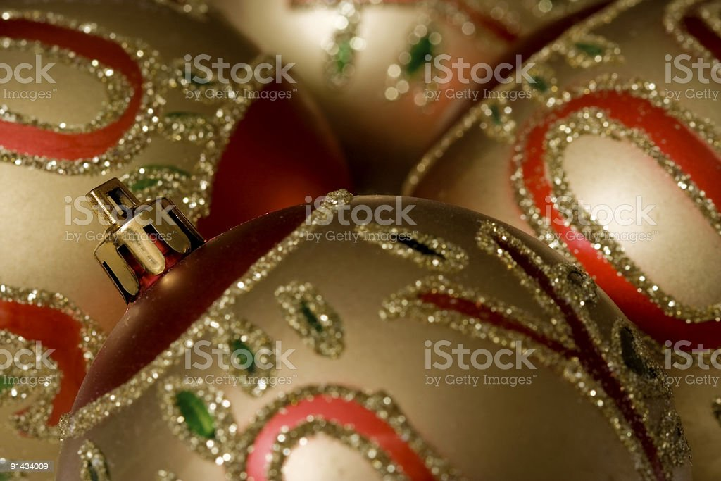 Bolas de Natal dourado - fotografia de stock