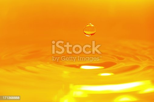 859844580 istock photo Golden Color Water Drop Background - XXXXXLarge 171368888