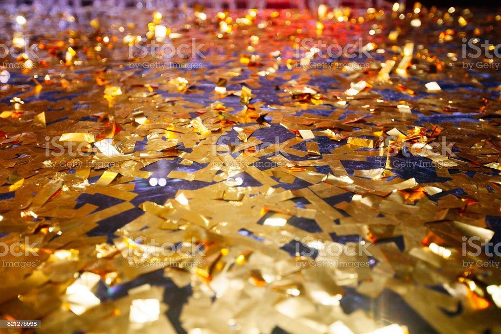 Goldene Konfetti mit funkelnden Glitter - Weihnachten und Party-Hintergrund – Foto