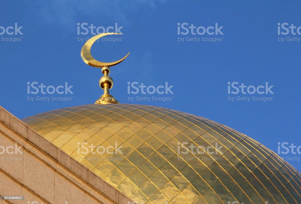 Gouden Sikkel op de bovenkant van de stad van de centrale moskee van Moskou, Rusland foto
