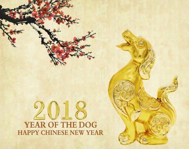 statue de chien d'or sur vieux papier - Photo