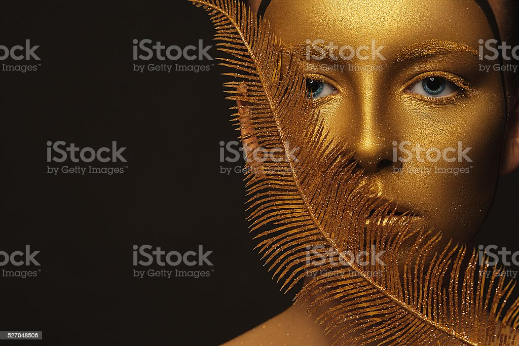 Golden Face. Woman with Luxury Gold Make-up. - foto de acervo