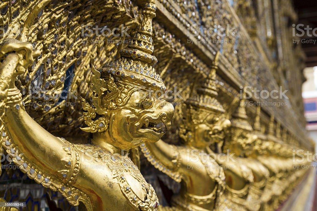 골든 가루다 황후상 of 왓 프라깨오 (Wat Phar Kaew) royalty-free 스톡 사진