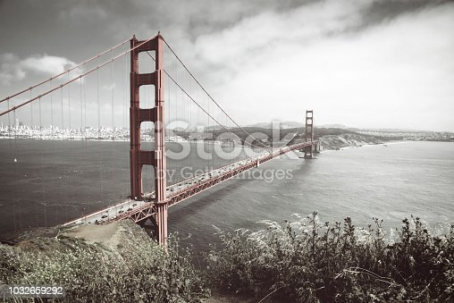530755444 istock photo Golden Gate Bridge Art 1032659292