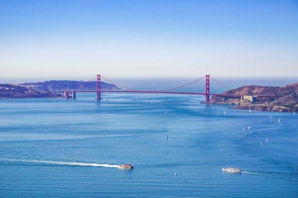 golden gate bridge von angel island, kalifornien - engelportal stock-fotos und bilder