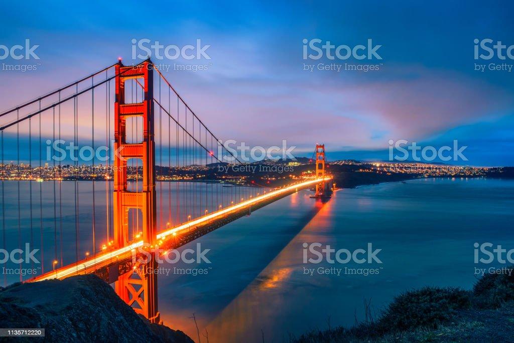 Geceleri Golden Gate Köprüsü - Royalty-free ABD Stok görsel