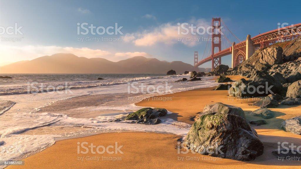 Puente Golden Gate al atardecer - foto de stock