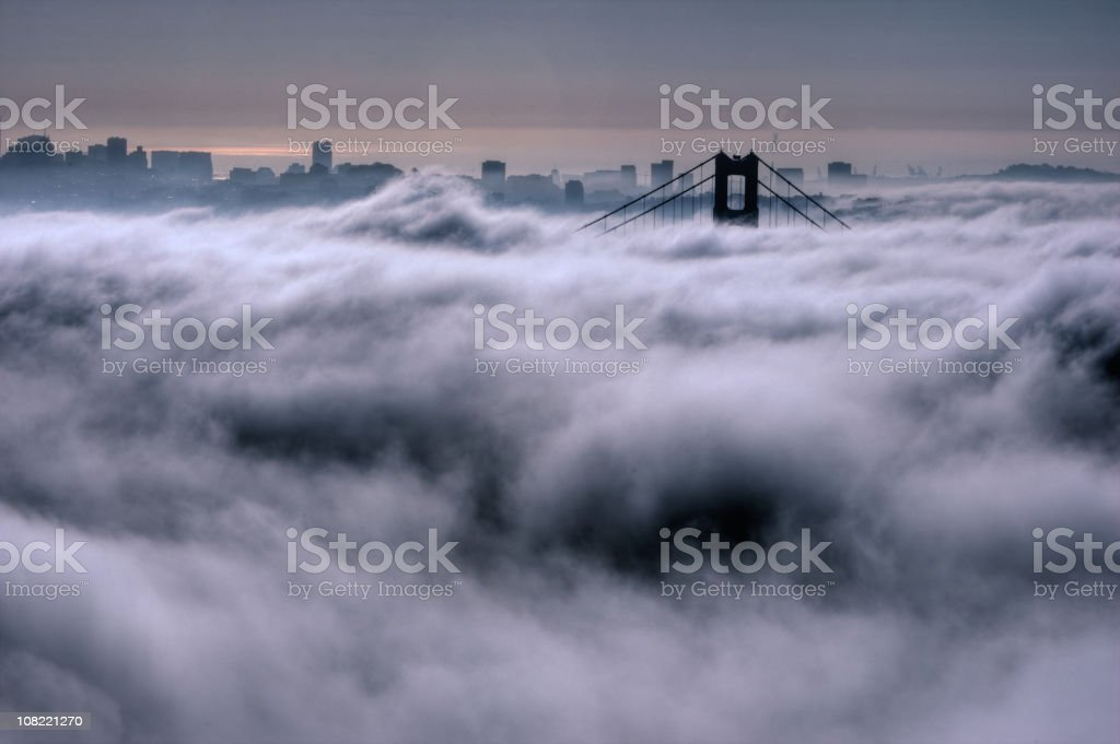 Golden Gate dans le brouillard - Photo