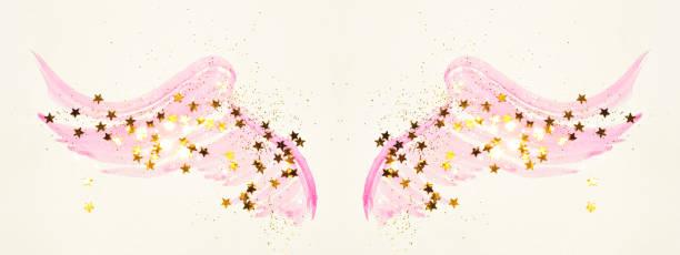 golden glitter und glitzernden sternen auf abstrakte rosa aquarell flügeln in vintage nostalgische farben. - nägel glitzer stock-fotos und bilder
