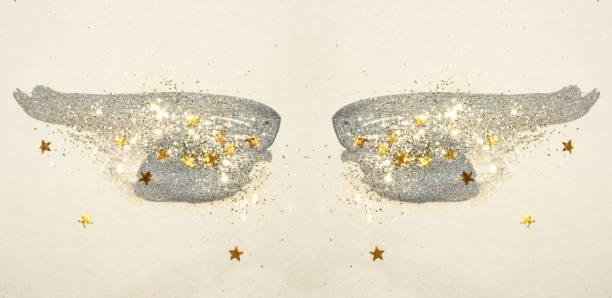 golden glitter und glitzernden sternen auf schwarzen aquarell schwingen in vintage nostalgische farben. - nägel glitzer stock-fotos und bilder