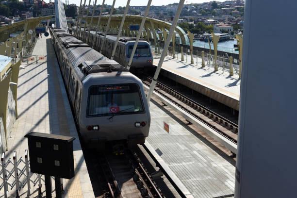 goldenes horn (istanbul metro) - wiedenmeier istanbul stock-fotos und bilder