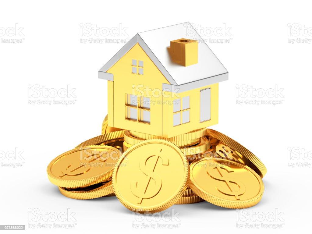 Or maison sur un tas de pièces de monnaie photo libre de droits
