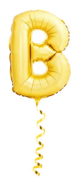 Goldene Buchstaben B gemacht von aufblasbaren Ballon mit goldenen Band – Foto