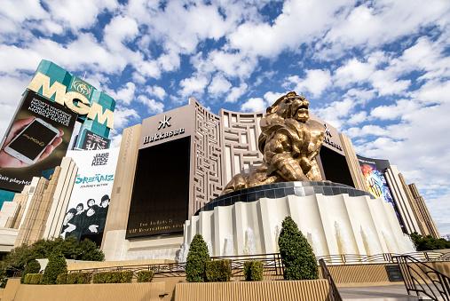 Goldener Lowe In Mgm Grand Hotel And Casino Las Vegas Nevada Usa Stockfoto Und Mehr Bilder Von Architektur Istock