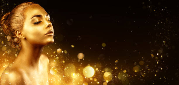Golden Makeup - Fashion Portrait With Golden Skin Gold Makeup - Fashion Model Woman With Glitter body paint stock pictures, royalty-free photos & images