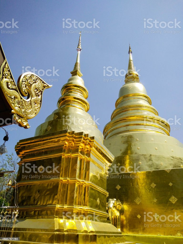 Golden Pagoda and Thai Architecture foto stock royalty-free