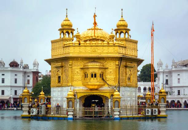 golden palace in amritsar - goldener tempel stock-fotos und bilder