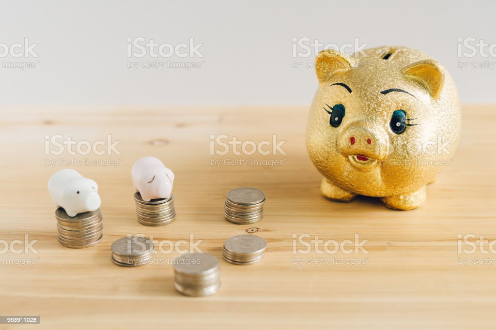 Golden piggy bank and Korean money coins on wooden desk - Royalty-free Banking Stock Photo