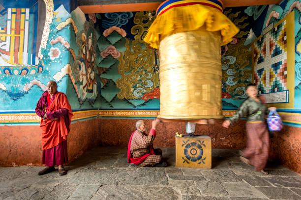 Goldene Gebetsmühle in Bhutan – Foto