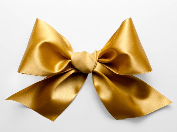 goldene schleife isoliert auf weißem hintergrund. - originelle geburtstagsgeschenke stock-fotos und bilder