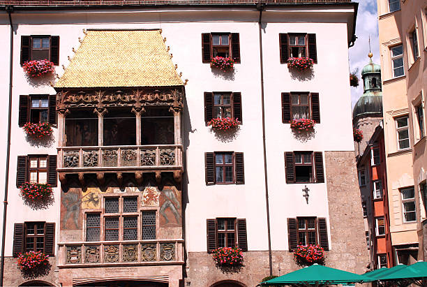 golden shell in innsbruck - maximilian stock-fotos und bilder