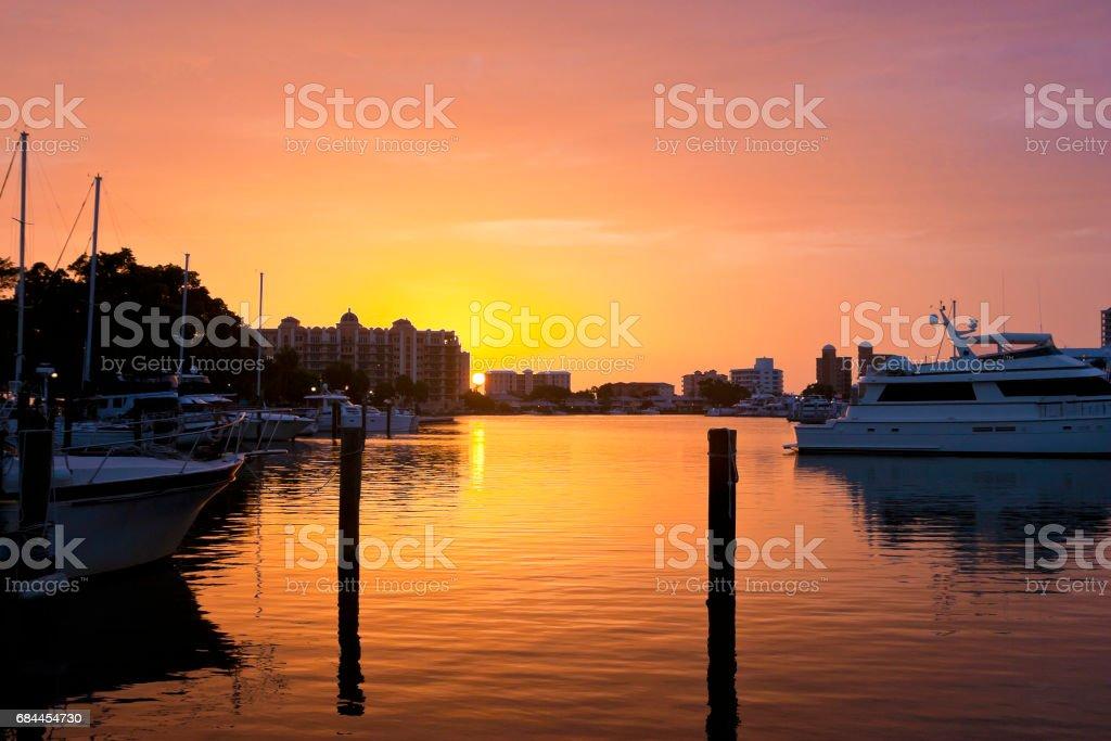 Goldener Sonnenuntergang am Hafen von Sarasota Florida USA – Foto