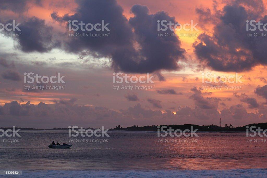 Golden sunset mit dem Boot – Foto