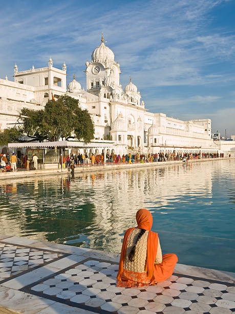 goldener tempel, amritsar, indien - goldener tempel stock-fotos und bilder