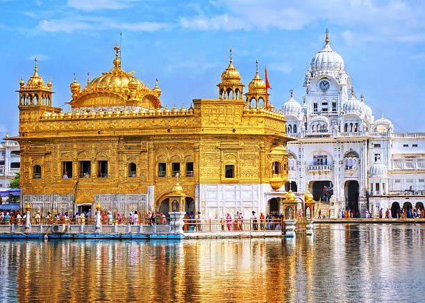 golden temple, the main sanctuary of sikhs, amritsar, india - goldener tempel stock-fotos und bilder