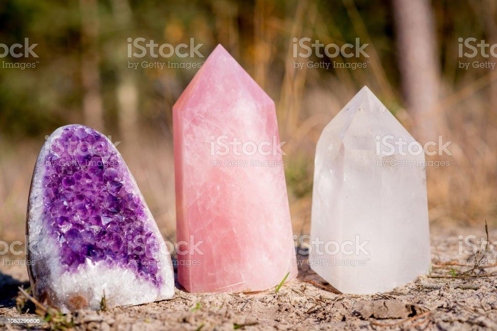Golden Triangle Edelsteine: Amethyst, Rosenquarz und weißem Quarz – Foto