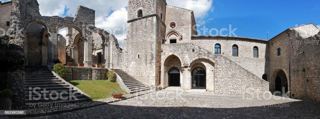 Goleto - Panoramica dell'abbazia – Foto