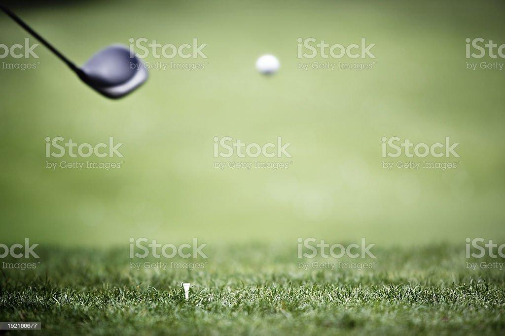 Golf fond avec chauffeur et balle en l'air. - Photo