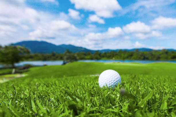 golf topu kursu - mountain top stok fotoğraflar ve resimler