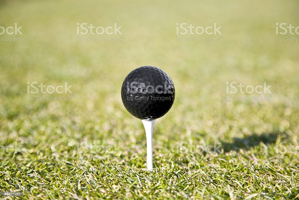 Pelota de golf en T foto de stock libre de derechos