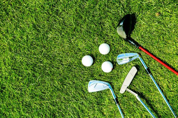 golf clubs and balls on grass - golf foto e immagini stock