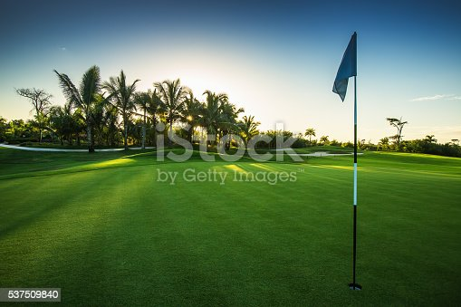 istock Golf course in the countryside 537509840