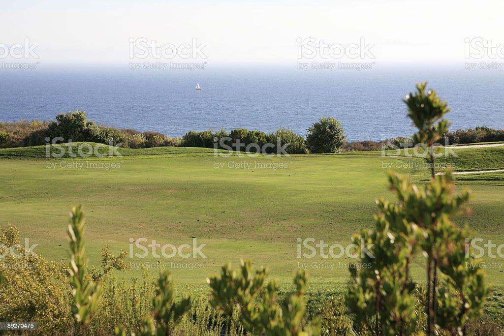 Golfplatz mit Blick auf den Pazifischen Ozean – Foto