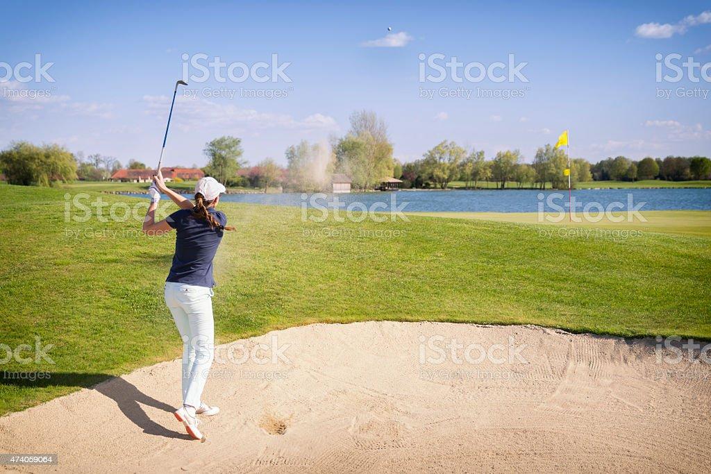 Joueur de Golf de pitching de bunker. - Photo