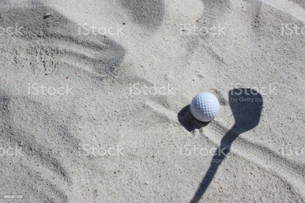 Golf - Bunker de sable - Balle de golf - Ombre de sandwedge