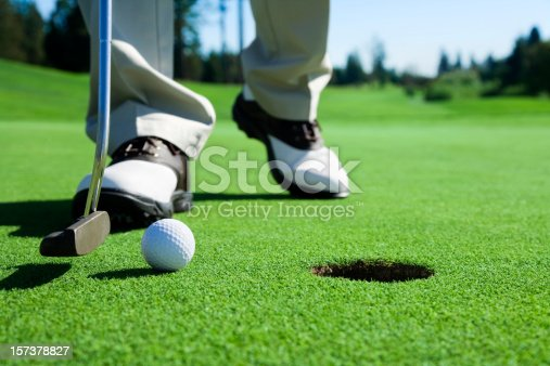 istock Golfer Tapping In 157378827