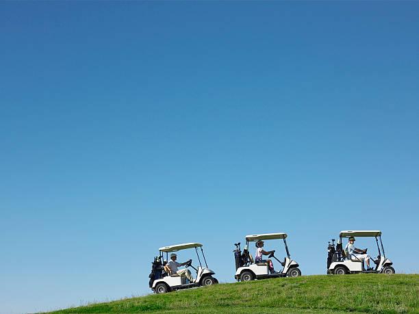 Golfeurs des voiturettes de golf - Photo