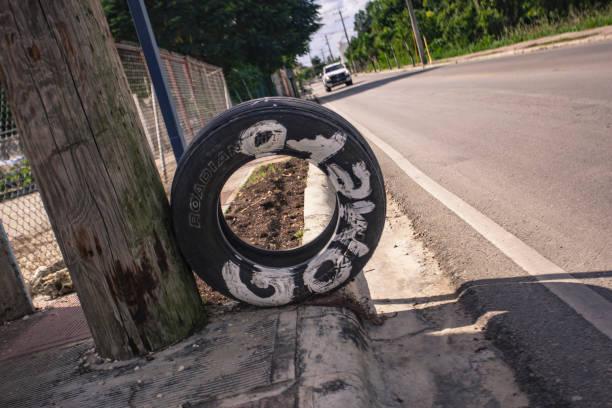 고메로: 도미니카 공화국의 타이어 딜러를 상징합니다. - salud 뉴스 사진 이미지