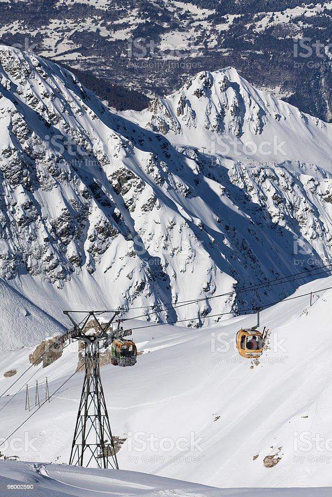 Gondola lift on high mountain ski resort royalty free stockfoto