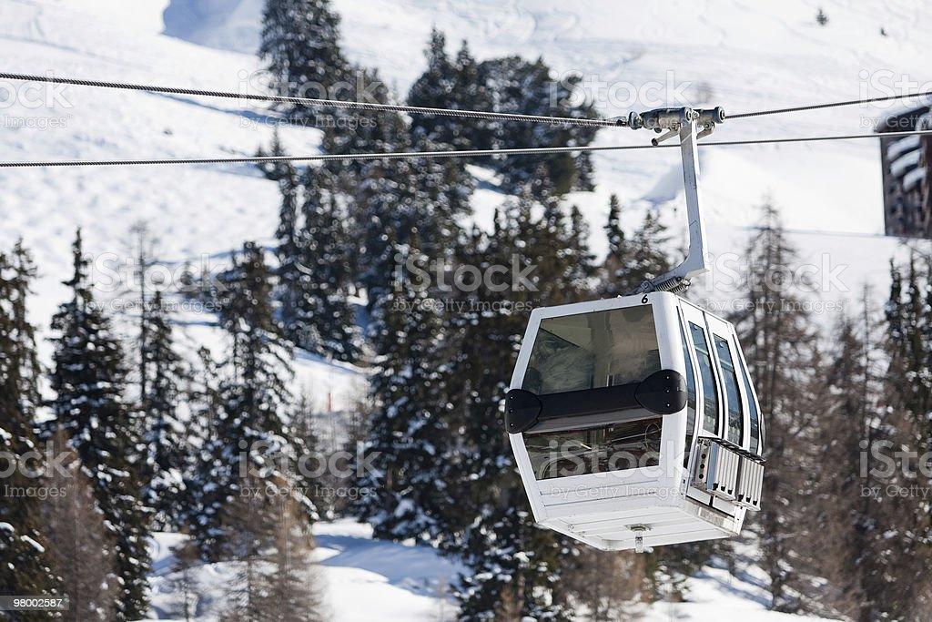 Gôndola elevador no resort de esqui foto royalty-free