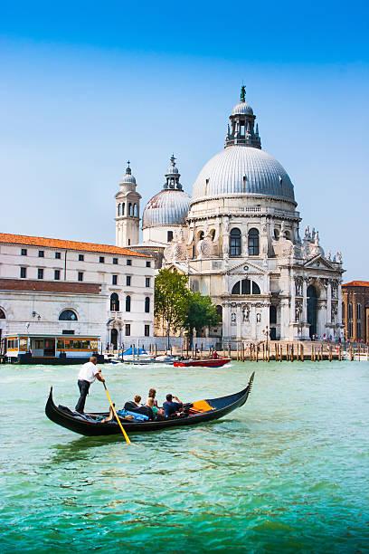 góndola en canal grande, venecia, italia - venecia fotografías e imágenes de stock
