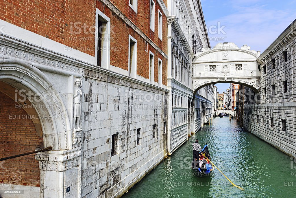 Gondola passing under the Bridge Of Sighs, Venice stock photo