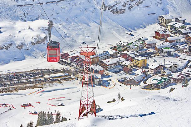 regal/straßenbahn in lech-zurs ski resort, österreich - arlberg hotel stock-fotos und bilder